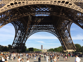 Piers of Eiffel Tower in Paris艾菲爾鐵塔的塔墩(Photo by Eric and Chun-Chih Hadley-Ives)