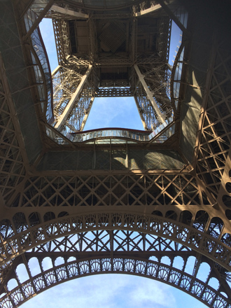 Wrought iron structure of Eiffel Tower艾菲爾鐵塔的熟鐵結構(Photo by Eric and Chun-Chih Hadley-Ives)