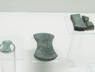 "Ingots from Jin Dynasty, value by its weight.金""銀錠"",銀錠是以重量來計算價值 (Photo by Eric Hadley-Ives)"