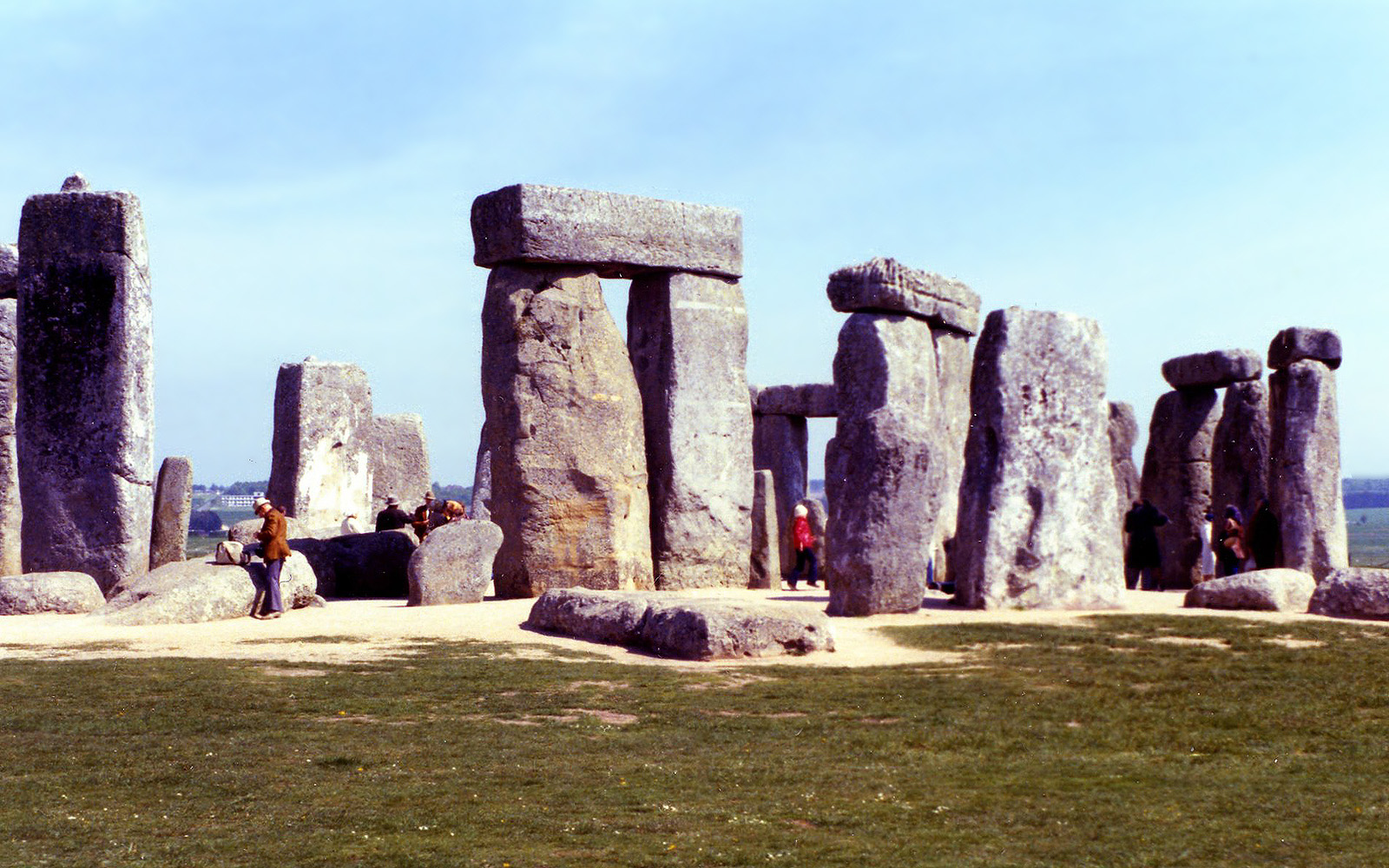 murray introduction stonehenge Stonehenge is a prehistoric monument in wiltshire, england, 2 miles (3 km) west of amesbury it consists of a ring of standing stones , with each standing stone around 13 feet (40 m) high, 7 feet (21 m) wide and weighing around 25 tons.